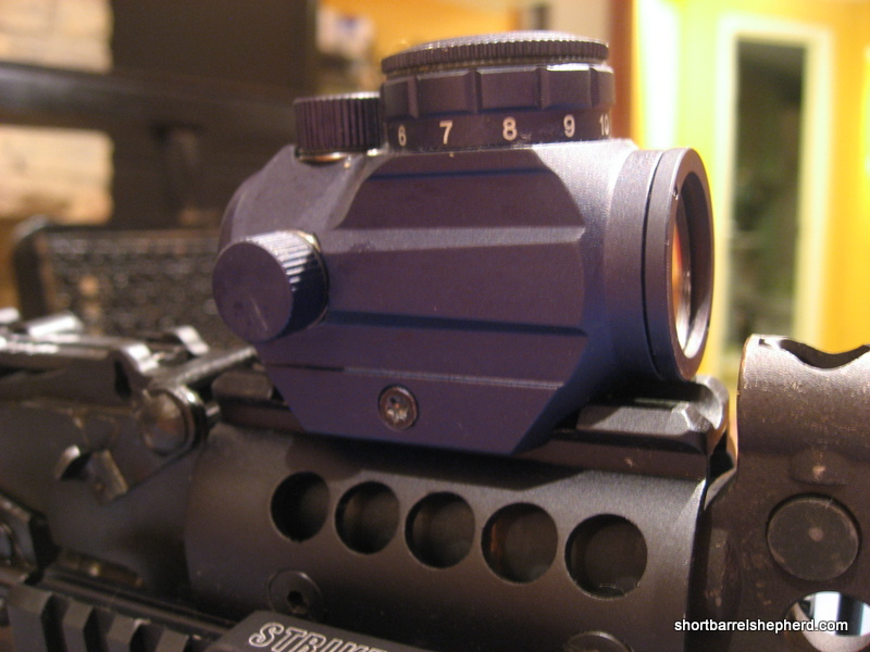 The MD 06 optic sits low, which is great for short barrel rifles with a short sight radius.