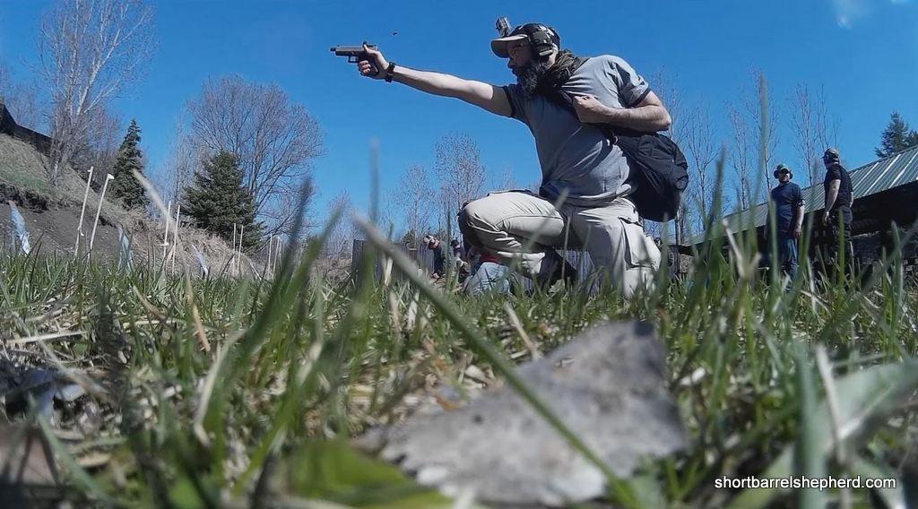 one handed shooting rmr glock 19 02