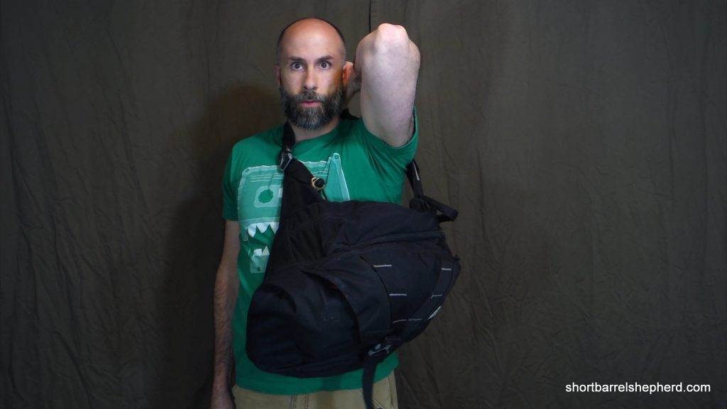 how to handle your bag in public - one handed mount-2